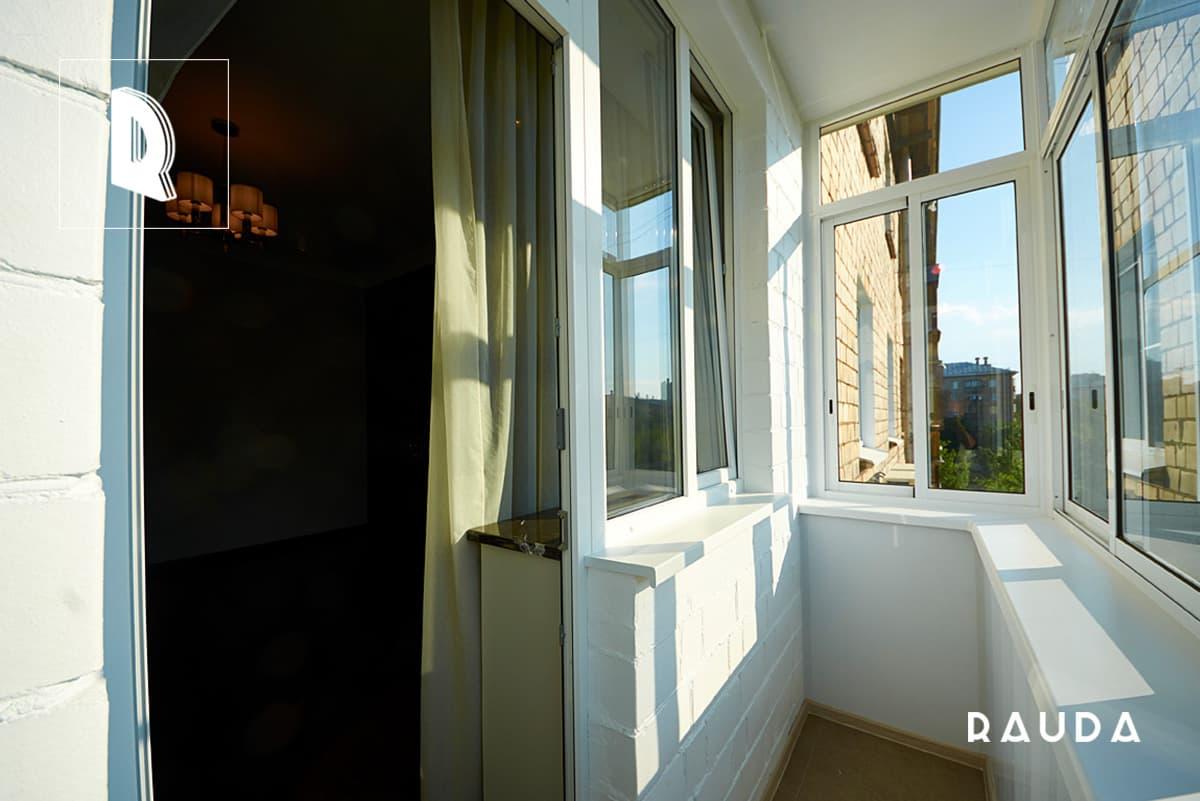 Холодное остекление балкона алюминиевыми окнам недорого в г..