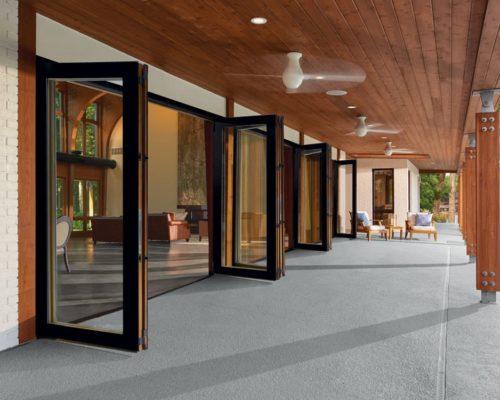 Пластиковая дверь-гармошка из 12 секций 11х2,2 м